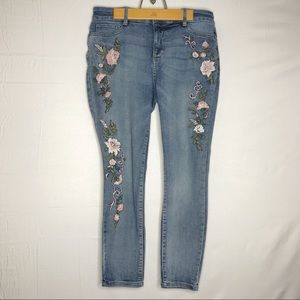 John's Bay Skinny Leg Jeans with floral design 💐